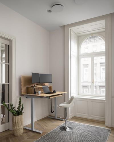Asztal magas bárszék 2 monitor